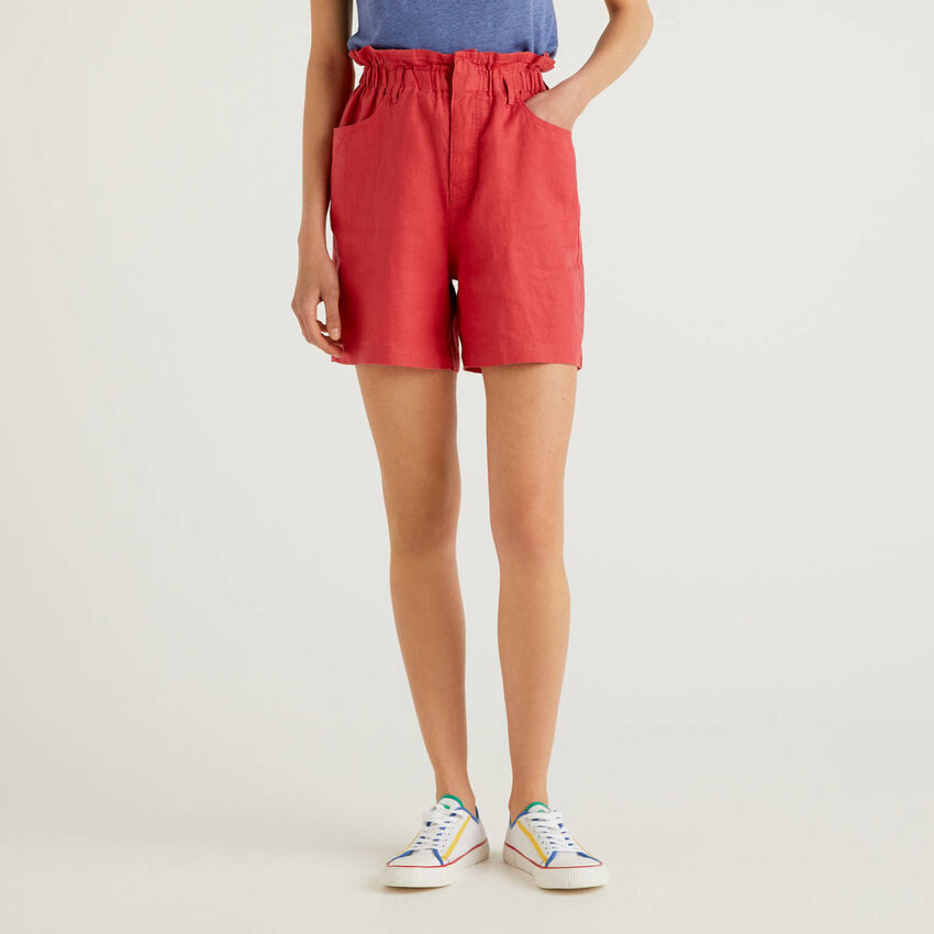 Bermudas in pure linen with ruffled waist