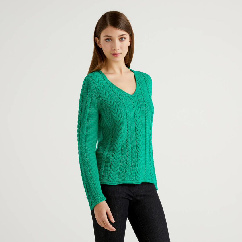Cable knit sweater in pure cotton