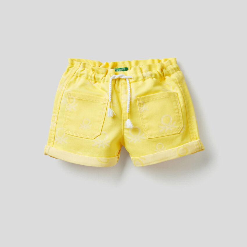 Shorts in logoed denim