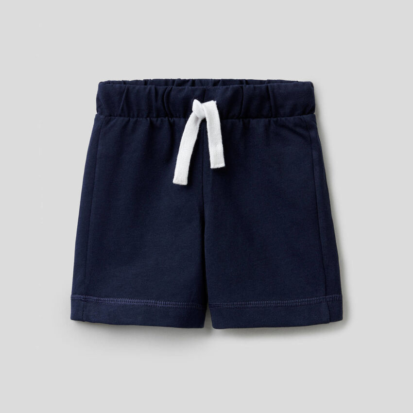 100% cotton bermudas with logoed pocket