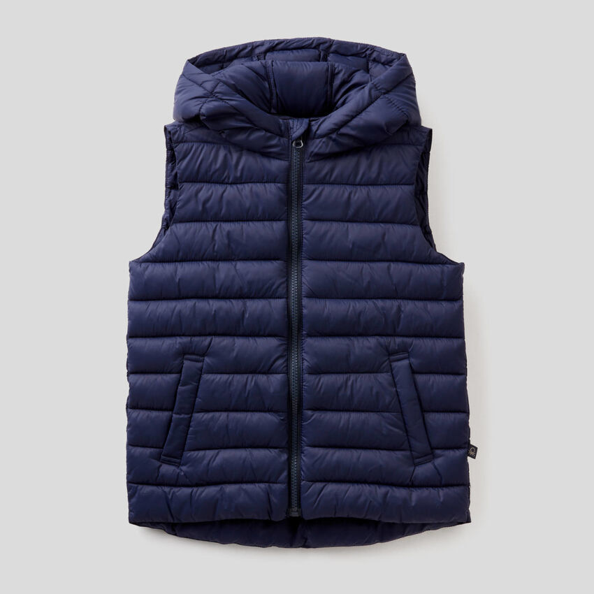 Sleeveless jacket with hood
