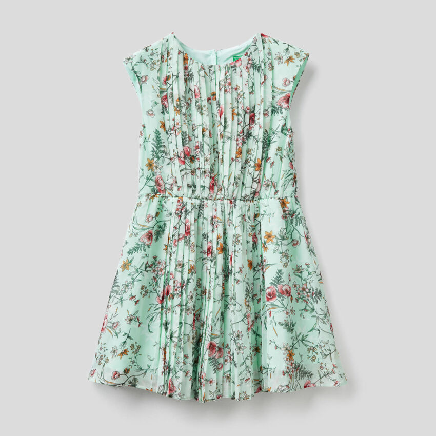 Sleeveless dress with floral print