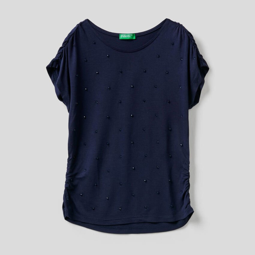 T-shirt with embroidered beads