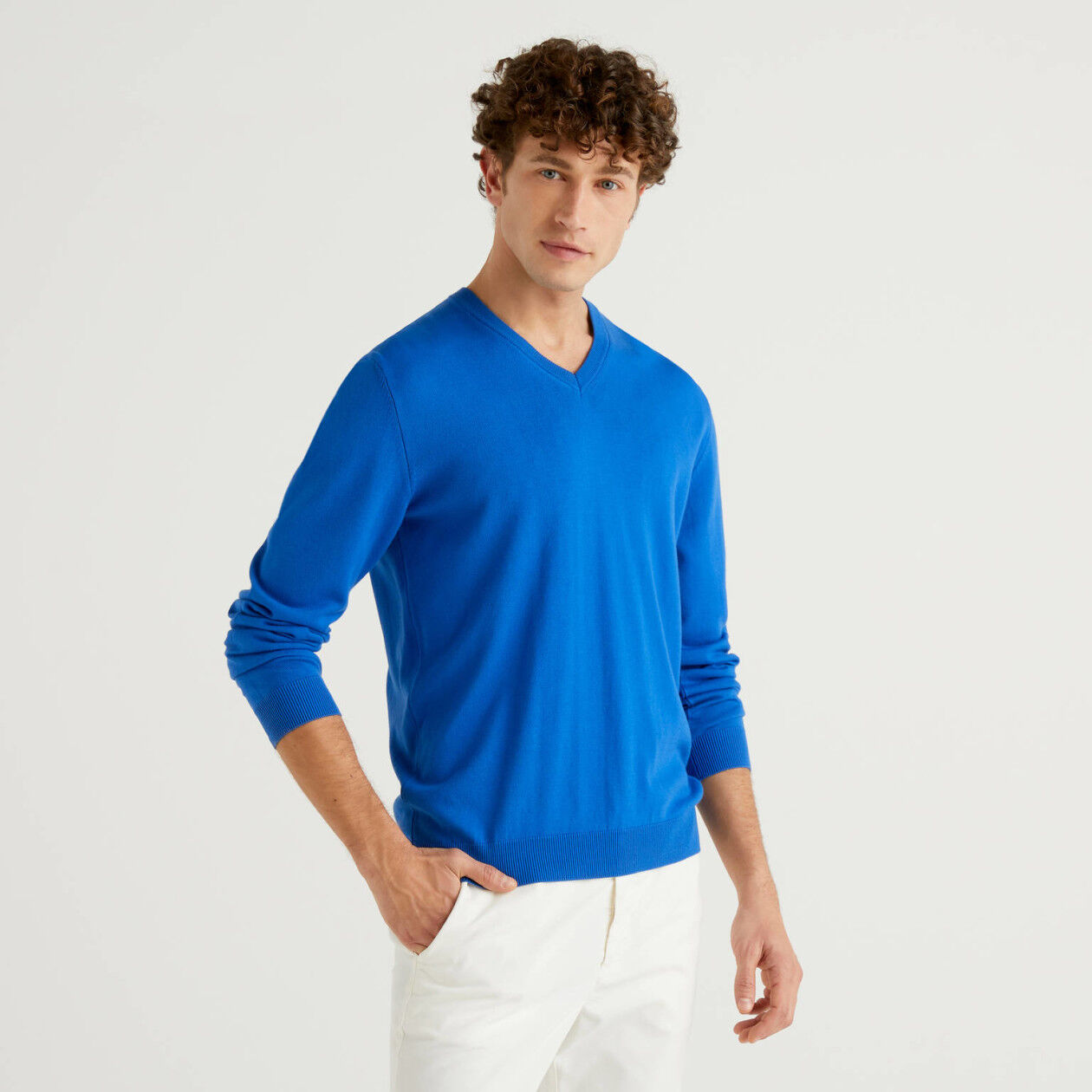 V-neck sweater in 100% cotton