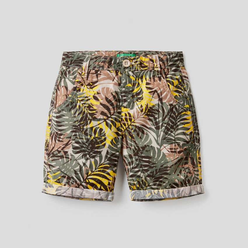 Leaf print bermudas with turn-up