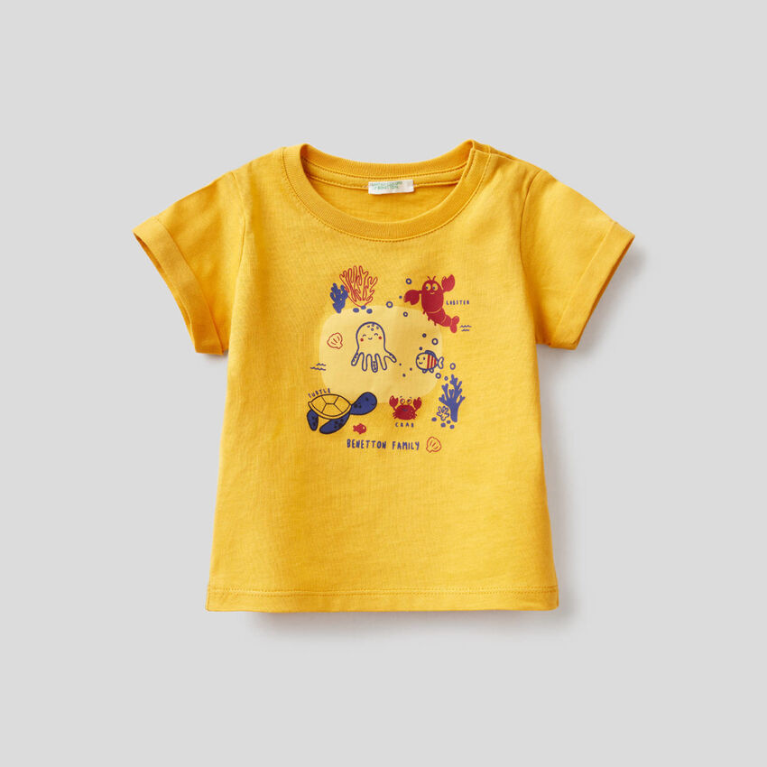 Yellow t-shirt in organic cotton